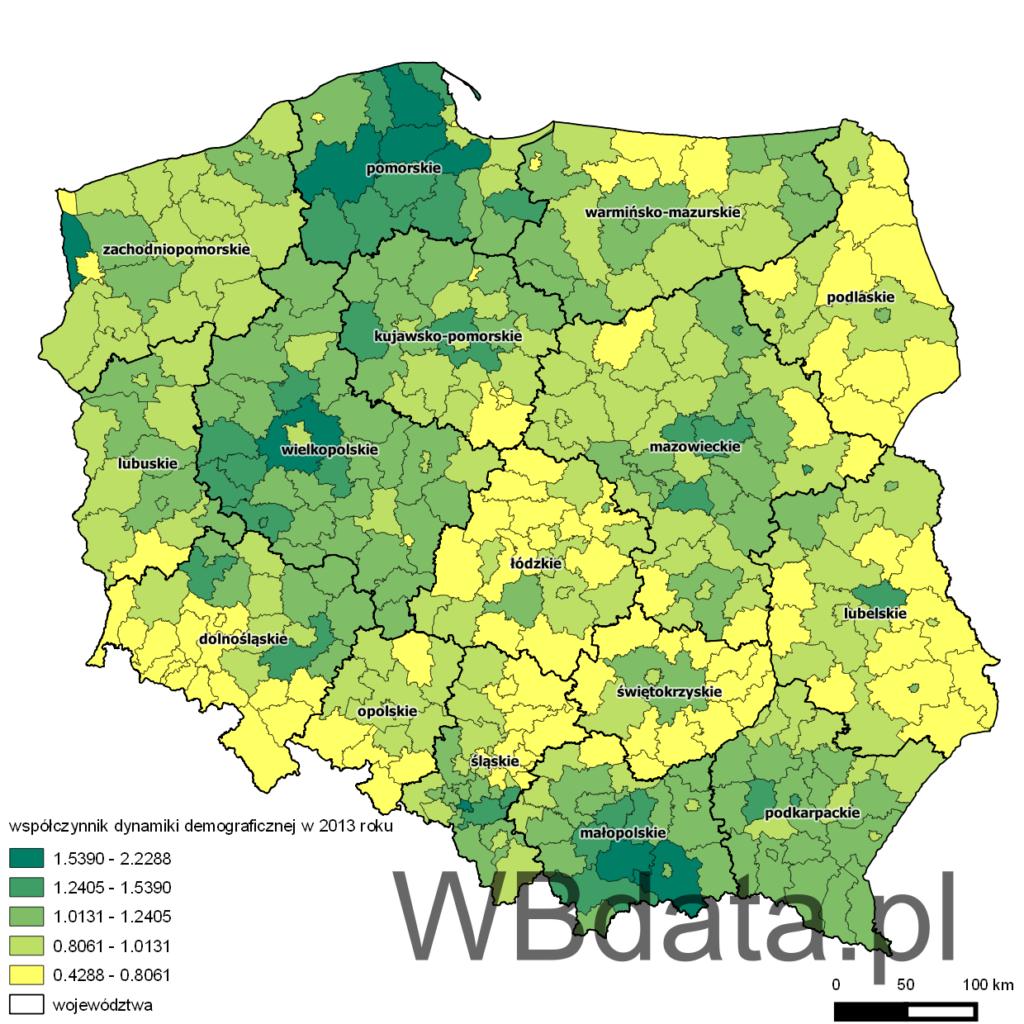 Mapa przedstawia rozkład współczynnika dynamiki demograficznej w powiatach w 2013 roku